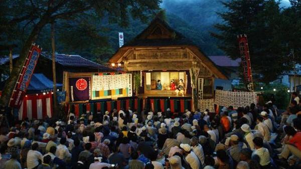 Kabuki jadi salah satu pertunjukkan teater yang digemari di Jepang. Tak jarang wisatawan memanfaatkan waktu plesirannya di Negeri Sakura untuk menyaksikan seni teater tradisional Jepang ini. Getty Images/Koichi Kamoshida.