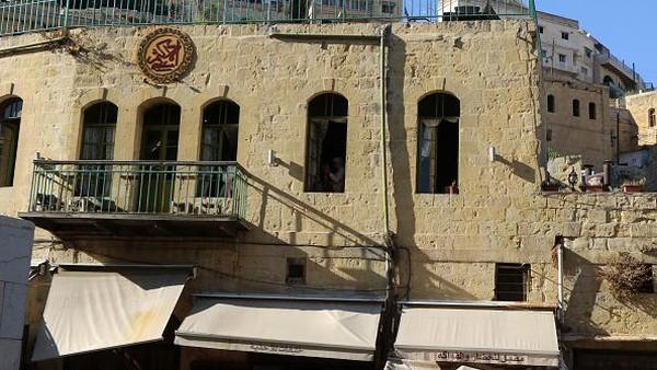 Salah satu kota tertua yang ada di Yordania ini diyakini telah ada sejak Zaman Besi dan terkenal dengan arsitekturnya yang khas.