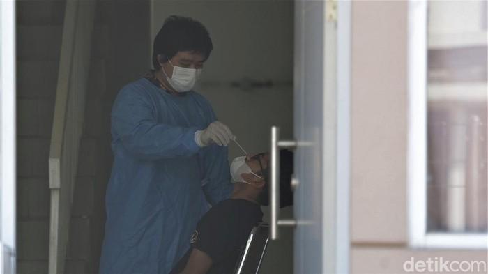 Pemkab Bekasi sediakan lokasi isolasi untuk fasilitasi warga yang terpapar virus Corona. Rumah isolasi terpusat ini tampung 660 bed untuk pasien dan nakes.