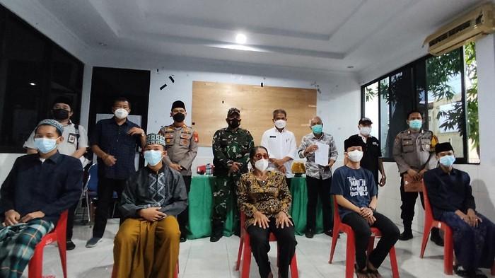 Proses perdamaian anggota DPRD Pangkep di Kantor Lurah Masale, Panakkukang