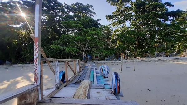 Bagian lain di Pulau Kapotar yang terdapat sinyal hanya di Bukit Momorikotey, itupun hanya sinyal 2G. Sinyal 4G tidak stabil. Kadang muncul, kadang hilang. (Hari Suroto/Istimewa)