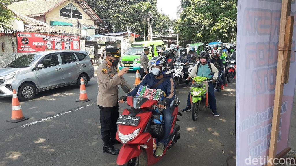 Polisi Razia Pemotor-Sopir Angkot di Bogor yang Belum Vaksinasi