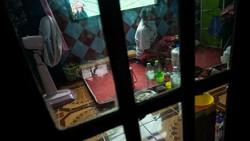 Otoritas Thailand memulangkan sejumlah pasien positif virus Corona (COVID-19) dari ibu kota Bangkok ke kampung halaman mereka dengan menggunakan Kereta Api.