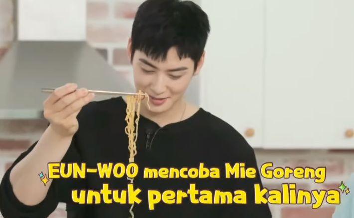 5 Selebriti Dunia 'Promosikan' Indomie, Rich Brian hingga Cha Eun Woo