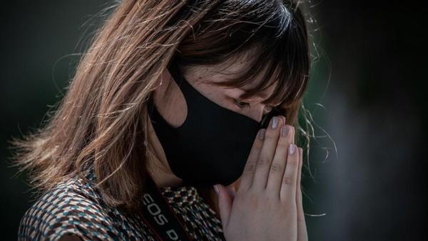 Menurut salah satu pedagang di tempat destinasi wisata Jepang. Harusnya perhelatan Olimpiade Tokyo ini akan menjadi tempat mencari keuntungan dengan datangnya banyak turis dan atlet mancanegara tetapi hal itu tidak bisa dilakukan karena peraturan yang ketat. Carl Court/Getty Images.