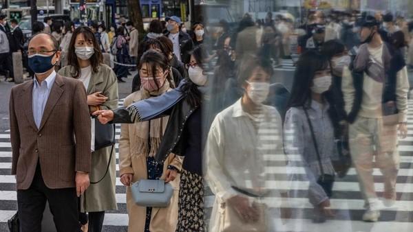 Bahkan para atlet mancanegara dan para jurnalis yang meliput tidak boleh pergi jalan-jalan dengan seenaknya. Karena rute mereka hanya hotel dan venue olahraga. Hal tersebut untuk mengurangi interaksi dengan masyarakat lokal Jepang. Carl Court/Getty Images.