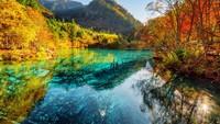 Memukau... Penampakan Danau Berair Jernih tapi Dilarang Disentuh di China