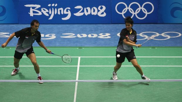 BEIJING - AUGUST 17:  Flandy Limpele and Vita Marissa of Indonesia compete in the Mixed Doubles Bronze Medal Match against He Hanbin (L) and Yu Yang of China held at the Beijing University of Technology Gymnasium during Day 9 of the Beijing 2008 Olympic Games on August 17, 2008 in Beijing, China.  (Photo by Ezra Shaw/Getty Images)