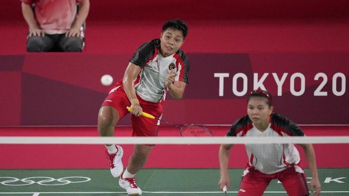 Indonesias Greysia Polii and Rahayu Apriani play against Japans Yuki Fukushima and Sayaka Hirota during their womens doubles group play stage badminton match at the 2020 Summer Olympics, Tuesday, July 27, 2021, in Tokyo, Japan. (AP Photo/Dita Alangkara)