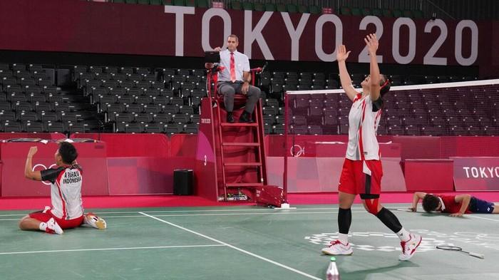 Greysia Polii/Apriyani Rahayu melaju ke semifinal Olimpiade Tokyo 2020 bulutangkis ganda putri. Mereka menang atas Du Yue/Li Yinhui 21-15, 20-22, dan 21-17.Rahayu melaju ke semifinal Olimpiade Tokyo 2020 bulutangkis ganda putri. Mereka menang atas Du Yue/Li Yinhui 21-15, 20-22, dan 21-17.