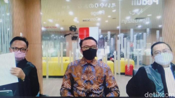 Gubernur Sulsel nonaktif Nurdin Abdullah saat menghadiri sidang secara virtual. (Hermawan/detikcom)