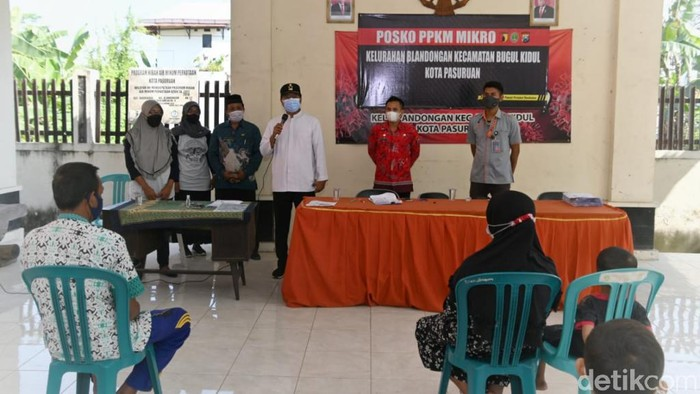 Sebanyak 29 ribu kepala keluarga (KK) di Kota Pasuruan menerima bantuan sosial tunai (BST) dari Kemensos. Pemkot menyalurkan bantuan di masing-masing kelurahan menghindari kerumunan.