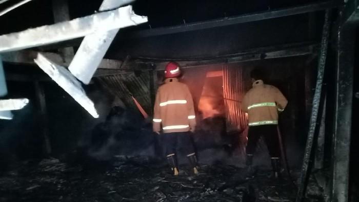 Kandang kerbau di Jepara terbakar