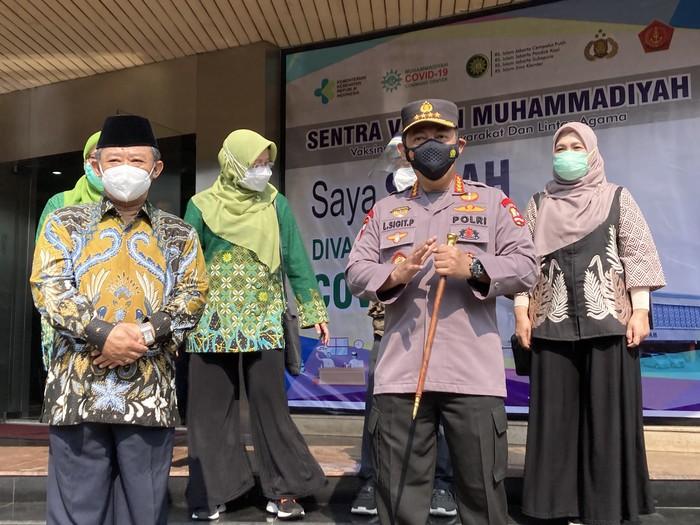 Kapolri Jenderal Listyo Sigit Prabowo cek vaksinasi di Gedung PP Muhamamdiyah