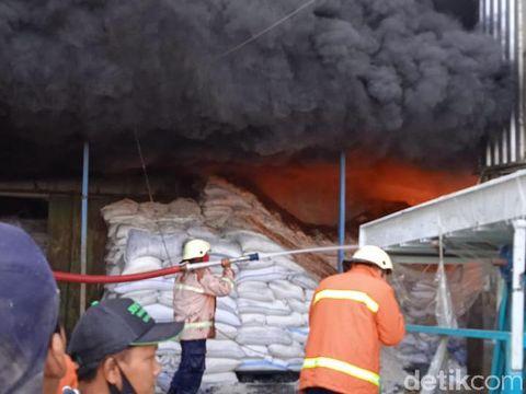 Kebakaran gudang beras di Sragen