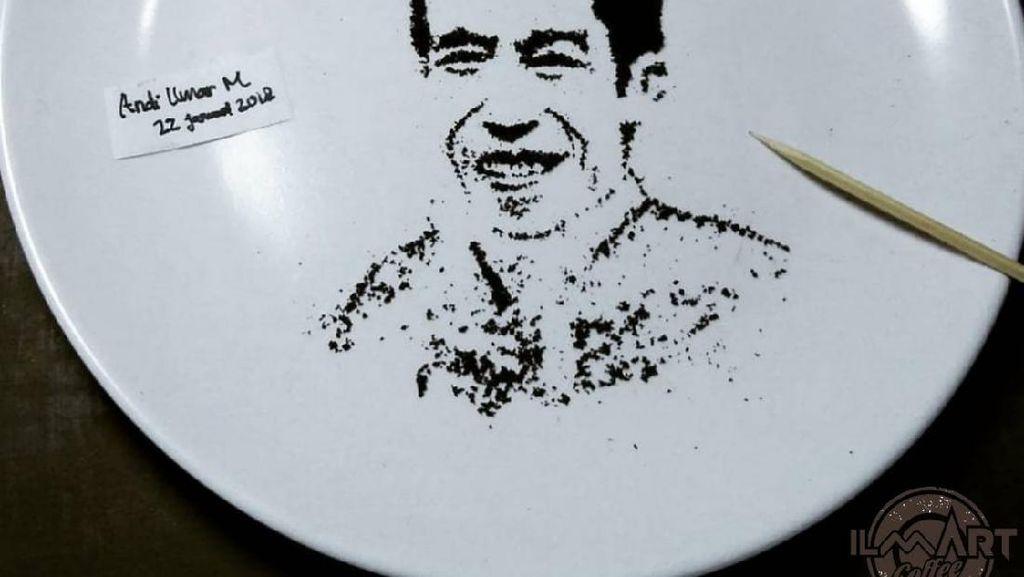 Keren! Seniman Ini Bikin Potret Wajah Jokowi dan Sandiaga Uno dari Kopi Bubuk
