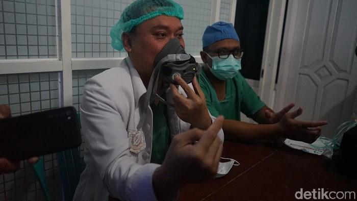 RSI Banjarnegara membuat masker khusus untuk orang yang tengah sesak nafas