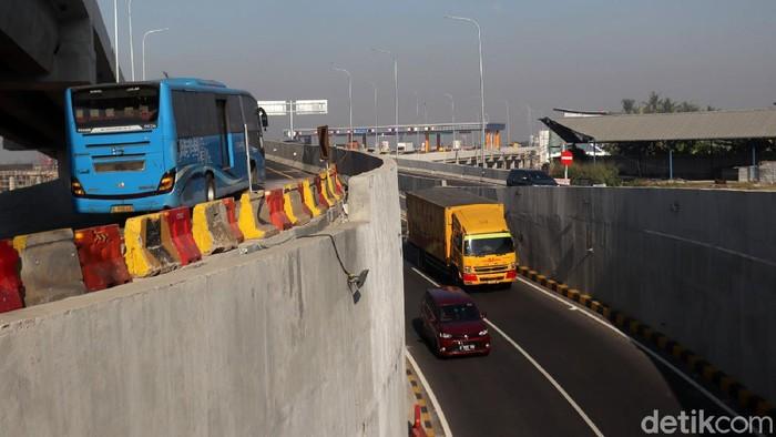 Setelah kendaraan dari Exit Tol Cileunyi arah Cibiru dan Garut bisa melintasi Simpang Susun Cileunyi. Kini, kendaraan dari arah Garut menuju Gerbang Tol (GT) Cileunyi bisa langsung naik ke Simpang Susun Cileunyi.
