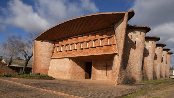 Disebut masyarakat setempat, bangunan ini adalah gereja paroki Katolik Roma.