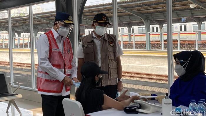 Menko PMK dan Menhub Tinjau Vaksinasi di St Jakarta Kota