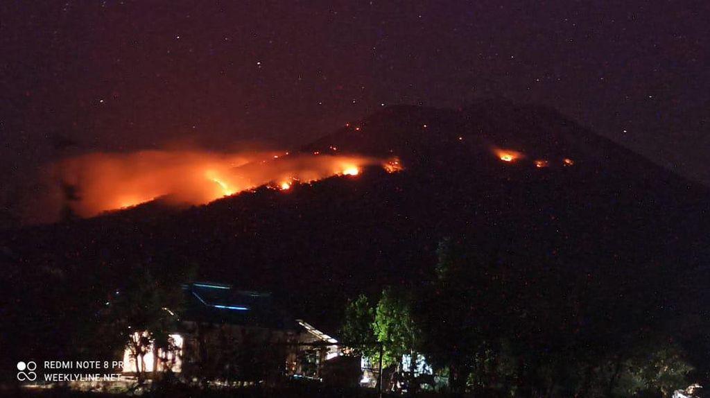 Momen Erupsi Gunung Ile Lewotolok Picu Karhutla