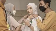 Banjir Pujian, Gaya Nikita Willy Tampil Pakai Hijab Jadi Dokter