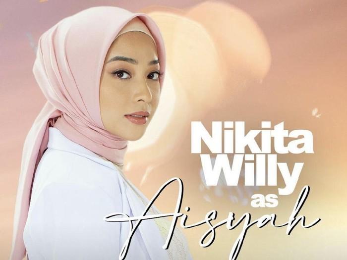 Nikita Willy tampil berhijab.