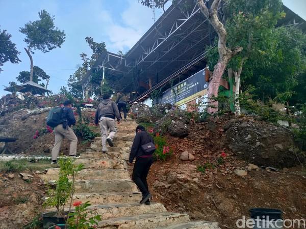 Sejak beberapa hari terakhir, pengelola wisata Gunung Kuniran telah mengiklankan obwis yang sempat hits pada masanya itu untuk dijual kepada siapapun yang berminat. (Jalu Rahman Dewantara/detikcom)