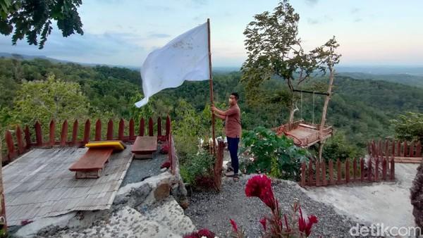 Setelah itu baru menyusul daerah-daerah lainnya. Seperti contohnya pengelola wisata Gunung Kuniran di Kulon Progo ini. Sampai-sampai, separuh lahan wisata ini dijual karena sang pemilik tak kuat lagi menanggung beban. (Jalu Rahman Dewantara/detikcom)