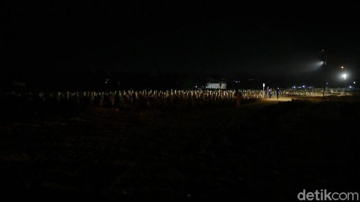 TPU Pedurenan, Kecamatan Mustikajaya, Kota Bekasi, Jawa Barat merupakan tempat pemakaman khusus Covid-19 di Kota Bekasi. Belakangan, jumlah orang yang dimakamkan di TPU ini semakin banyak seiring melonjaknya kasus. Akibatnya, Tempat Pemakaman Umum (TPU), harus dibuka 24 jam nonstop, guna menghindari penumpukan jenazah di rumah sakit maupun luar rumah sakit.