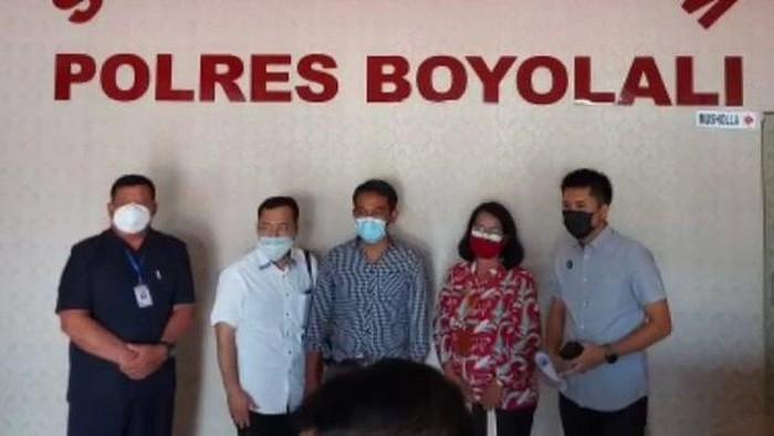 Pers rilis kasus orang mengaku petugas Puskesmas Teras dan minta foto payudara peserta vaksin, di Mapolres Boyolali.