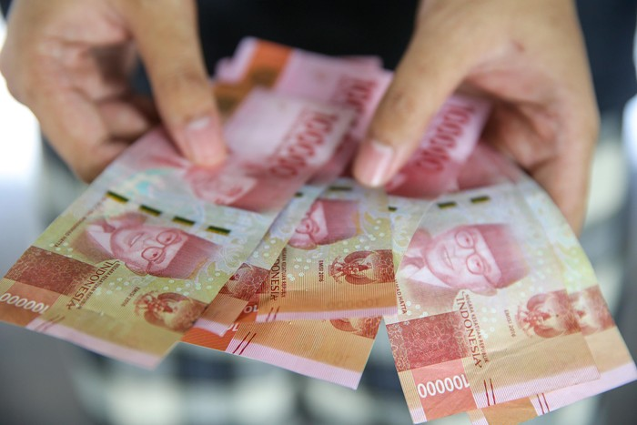 Setiap warga yang menerima Bantuan Sosial Tunai tersebut mendapatkan uang sebesar 300ribu per bulannya.