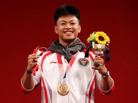 Atlet angkat besi, Rahmat Erwin Abdullah berhasil meraih perunggu di ajang Olimpiade Tokyo 2020. Rahmat membukukan angkatan total 342kg.