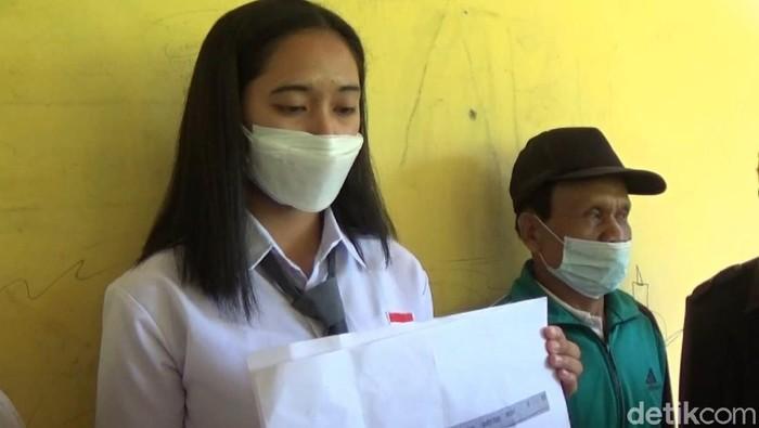 Siswi asal Mamasa bernama Cristina gagal menjadi anggota Paskibraka setelah dinyatakan positif COVID-19. Keluarga merasa ada kejanggalan. (Abdy Febriady/detikcom)