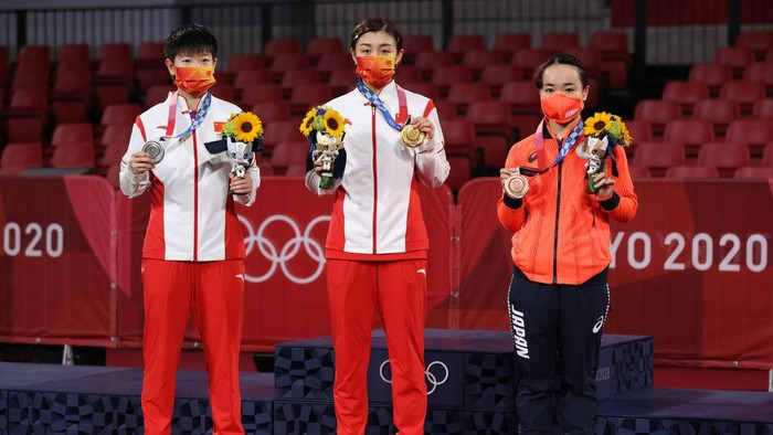 TOKYO, JAPAN - JULY 29: (L-R) Sun Yingsha and Chen Meng of Team China, and Ito Mima of Team Japan pose for photographs during the medal ceremony of the Womens Singles table tennis on day six of the Tokyo 2020 Olympic Games at Tokyo Metropolitan Gymnasium on July 29, 2021 in Tokyo, Japan. (Photo by David Ramos/2021 Getty Images)
