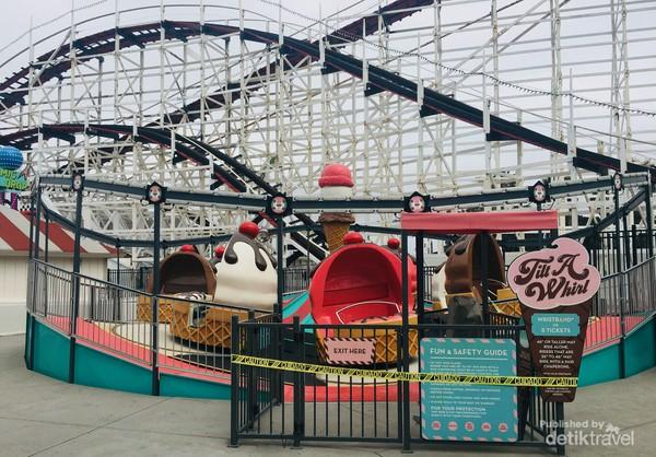 Wahana favorit Roller Coaster yang masih ditutup karena pandemi Covid19.