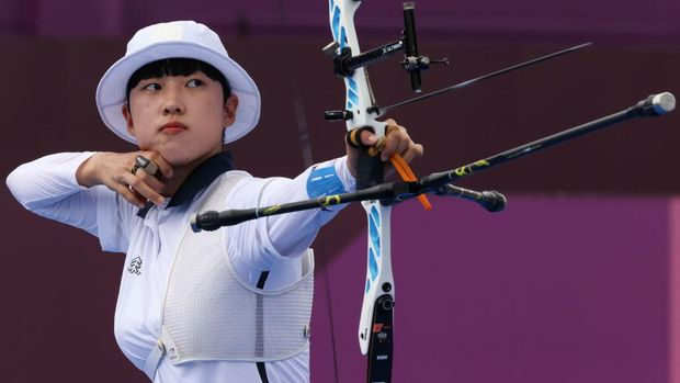 TOKYO, JAPAN - JULY 30: San An of Team South Korea competes in the archery Women's Individual 1/8 Eliminations on day seven of the Tokyo 2020 Olympic Games at Yumenoshima Park Archery Field on July 30, 2021 in Tokyo, Japan. (Photo by Justin Setterfield/Getty Images)
