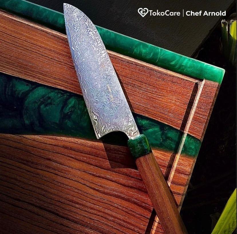 Chef Arnold Lelang Pisau Kesayangan untuk Amal, Ini Kisah di Baliknya