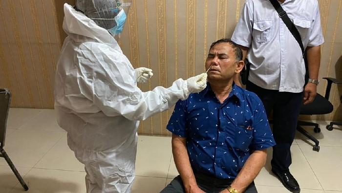 Eks Ketua PDIP Paluta usai ditangkap Kejaksaan (dok. Kejari Paluta)