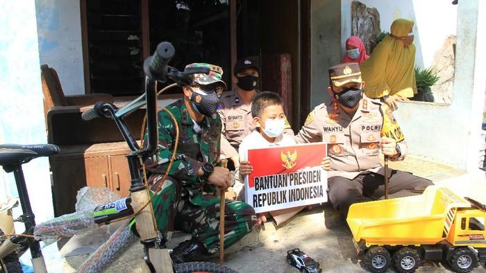 Ghifar bocah yatim piatu asal Sukoharjo dapat hadiah dari Jokowi, Jumat (30/7/2021)