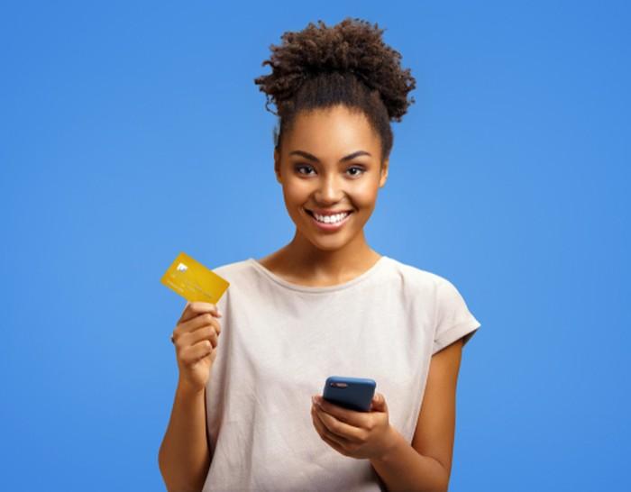 Ilustrasi Kartu Kredit dan HP