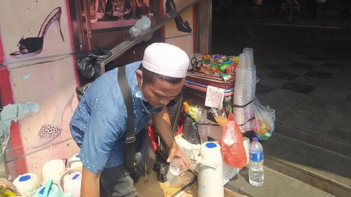 Jalil, pedagang kopi di Tanah Abang