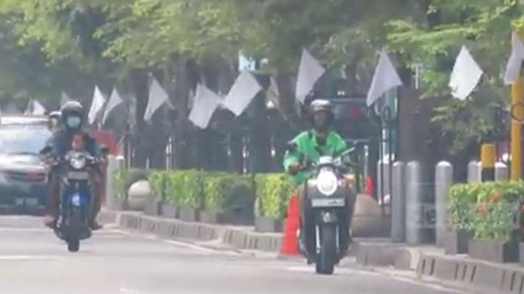 Kibarkan Bendera Putih, PKL Malioboro Nyerah Hadapi PPKM