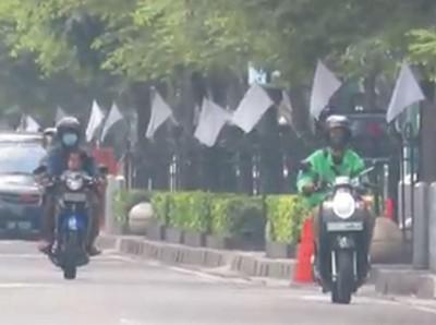 Sandiaga: Gantilah Bendera Putih dengan Merah Putih