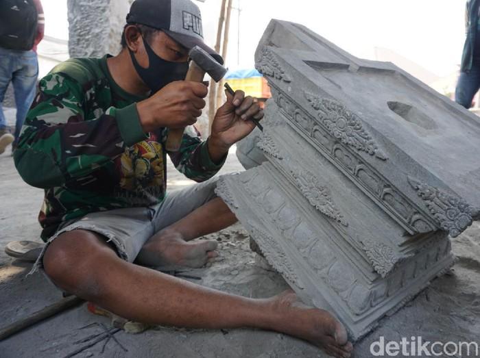 Pandemi COVID-19 ditambah PPKM menjadi pukulan keras bagi para pekerja seni di Kabupaten Mojokerto. Mereka mengharapkan bantuan pemerintah karena anjloknya penghasilan selama 16 bulan terakhir.