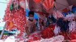 Penjual Bendera Musiman Mulai Marak Jelang Agustusan