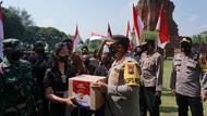 Pekerja Seni Mojokerto Kibarkan Bendera Merah Putih Meski Terpukul Pandemi