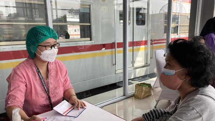 Suasana Vaksinasi di Stasiun Duri