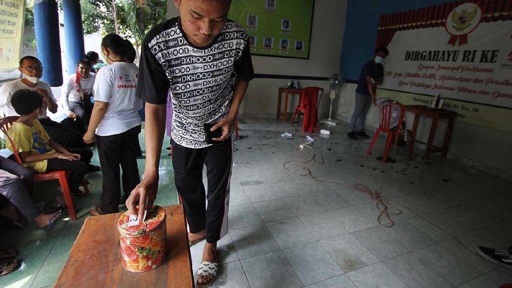 Tukang Cukur Galang Donasi untuk Bantu Warga Terpapar COVID-19