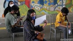 Guna atasi pandemi COVID-19, wajib vaksin pun jadi syarat bagi warga untuk beraktivitas di Ibu Kota. Program vaksinasi COVID-19 pun terus digenjot di Jakarta.